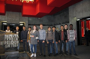 "Foreign students and postgraduate students of VSTU visited the exhibition ""Symbols of Victory"""