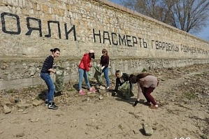 "The students of VSTU cleaned up the monument ""Rodimtsev's Wall"""